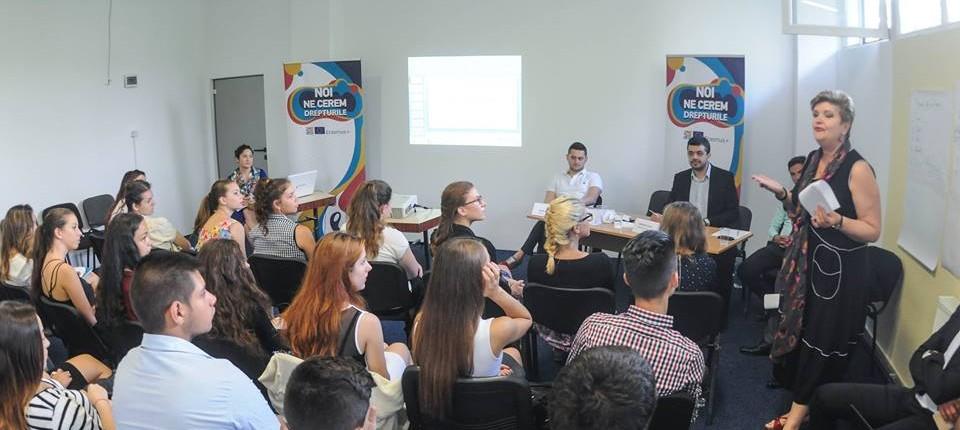 dezbaterea interactivă Noi ne cerem drepturile! a tinerilor din regiunea V Vest 1 4