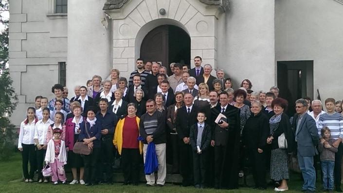 Religie și tradiție – slujbă la biserica din comuna Dumbrava