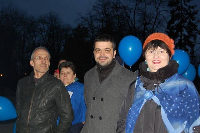 """Acțiune """"Pentru Voi iluminează în albastru Timișoara, 2015 5"""
