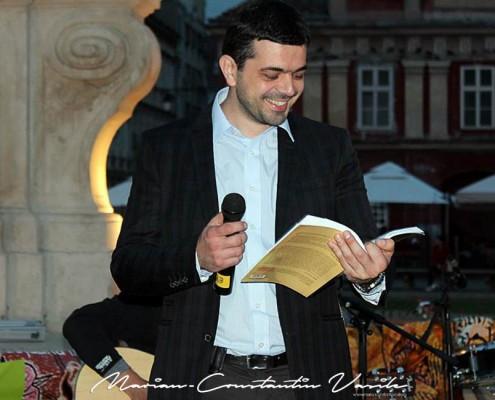 """""""Pătura care citeşte"""", cadru inedit pentru concerte, lecturi şi expoziţii de fotografie, mai 2013"""